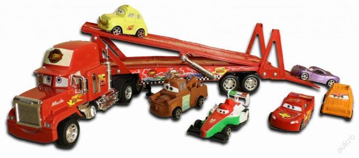 VEĽKÝ KAMIÓN Mack TIR lafeta 50cm + 6 autíčok CARS (KAMIóN MACK + 6 AUTíčIEK)